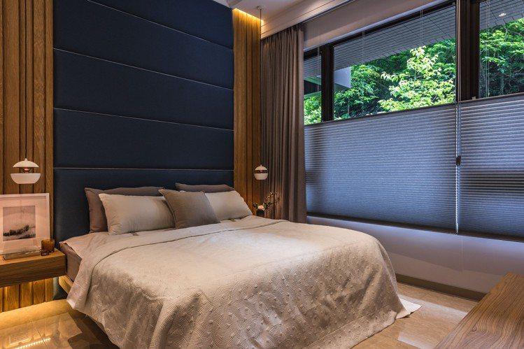 風琴簾可調光調景,可自由選擇過濾。 圖/礎石設計提供