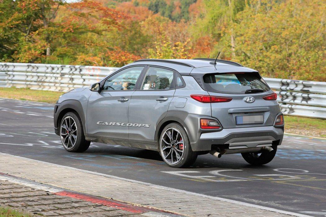 這台測試車的外觀雖然與一般Kona一樣,但預期Hyundai Kona N將會有...