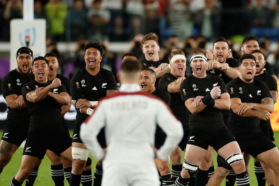 26日的準決賽,英格蘭與紐西蘭的兩強對決,在比賽開始之前,紐西蘭「黑衫軍」(Al...