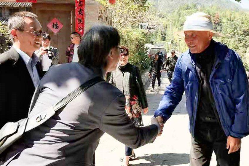 中國科大副校長廖憲文與視傳系主任吳博文,拜會金馬獎攝影師韓允中。 校方/提供