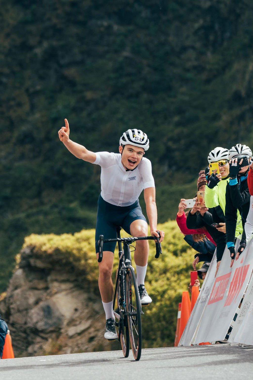 丹麥的21歲自行車選手Anthon Charmig來台參加登山王挑戰,以3小時2...
