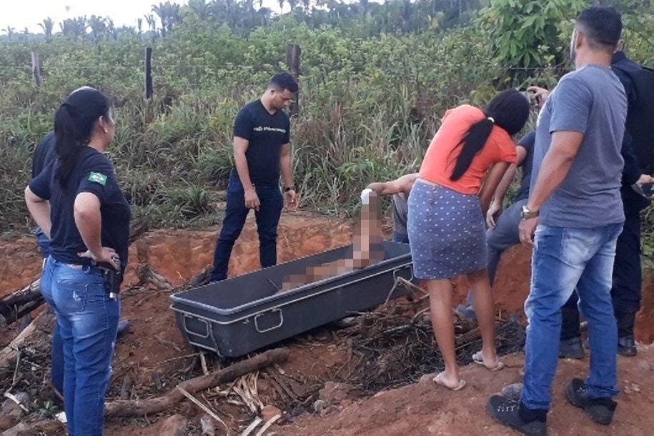 警方在女死者桑塔娜失蹤三日後找到其屍體,警方形容其死狀恐怖,臉部被打至難以辨認。...