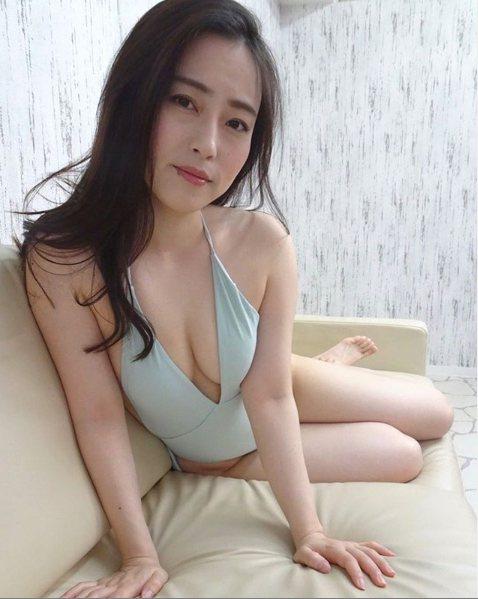 有「日本最色情女主播」之稱的薄井しお里,最近參加日本綜藝節目時又語出驚人自爆。圖...