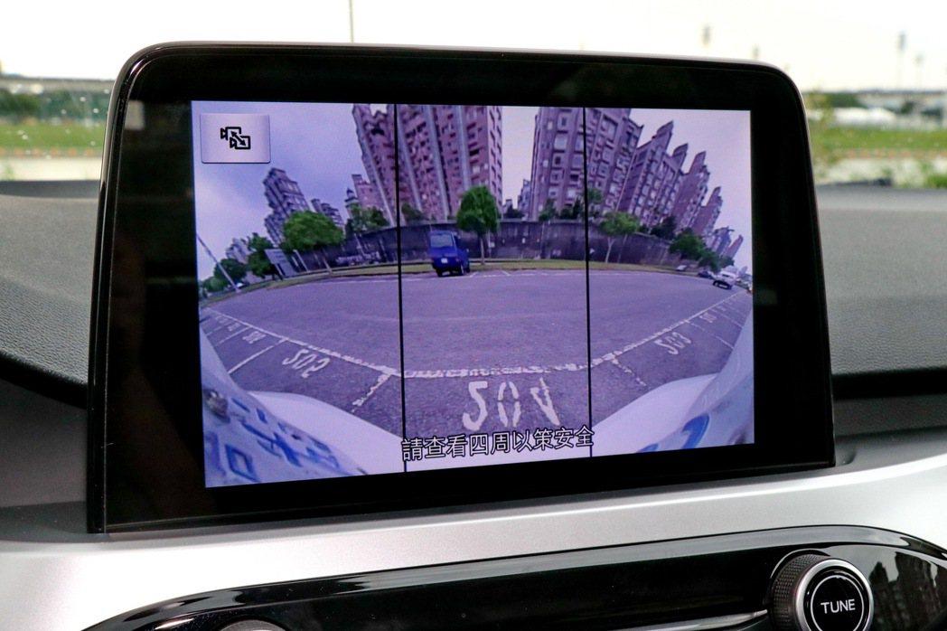 180度廣角的倒車顯影系統。 記者陳威任/攝影