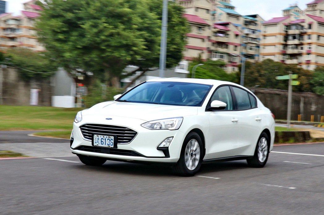 即便是入門車款,Ford Focus依然充滿德系操控實力。 記者陳威任/攝影