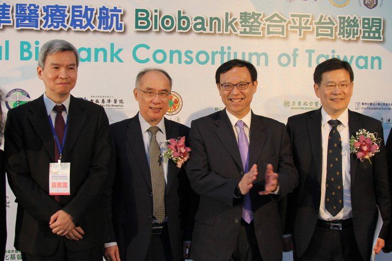 (photo by 祝潤霖/台灣醒報) 「台灣精準醫療Biobank整合平台」啟航,國內31家人體生物資料庫與各醫學中心均派代表出席。