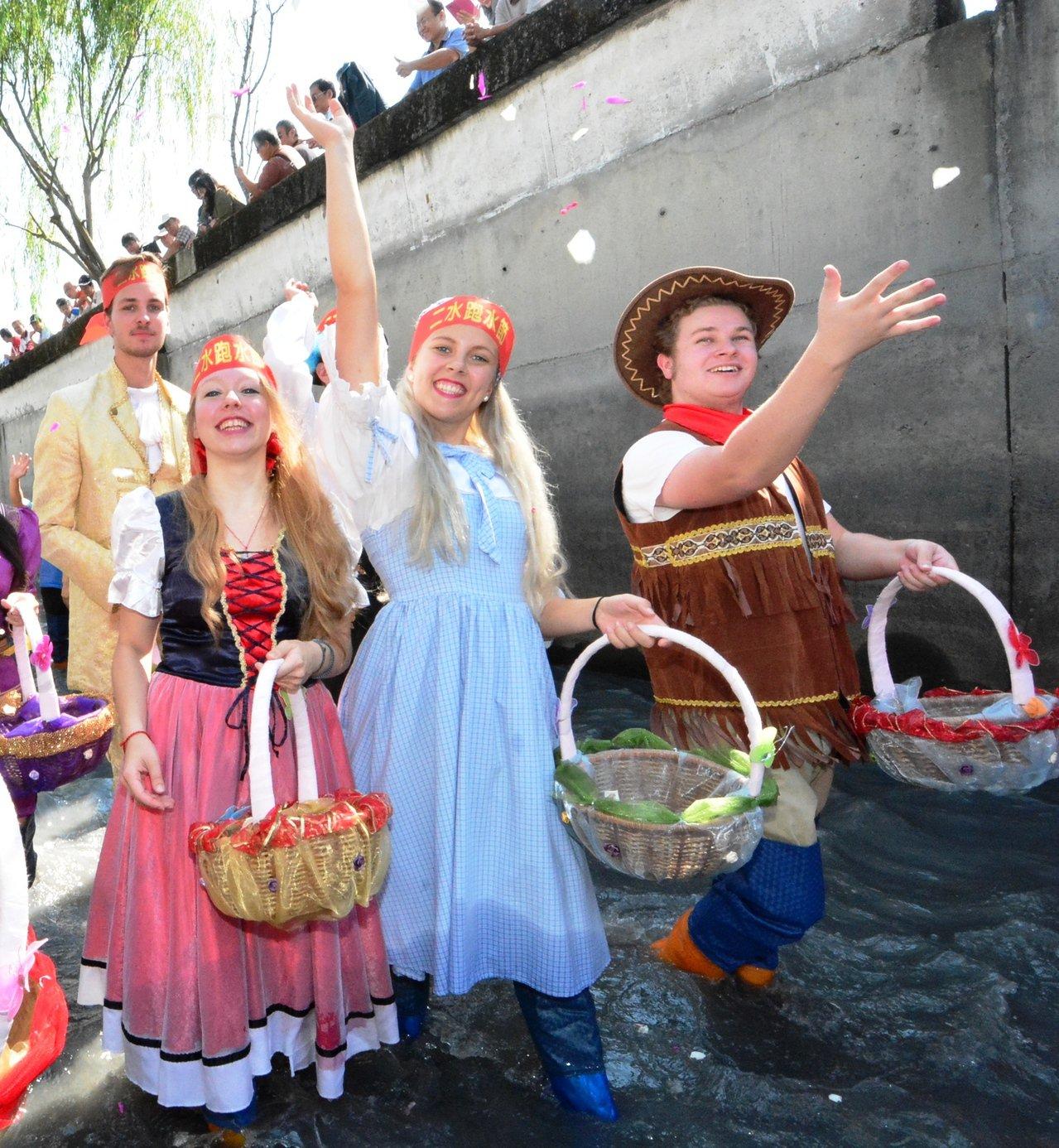 今年的二水國際跑水節即將在11月2日、3日登場,「戀戀二水跑水馬拉松」是全國唯一...