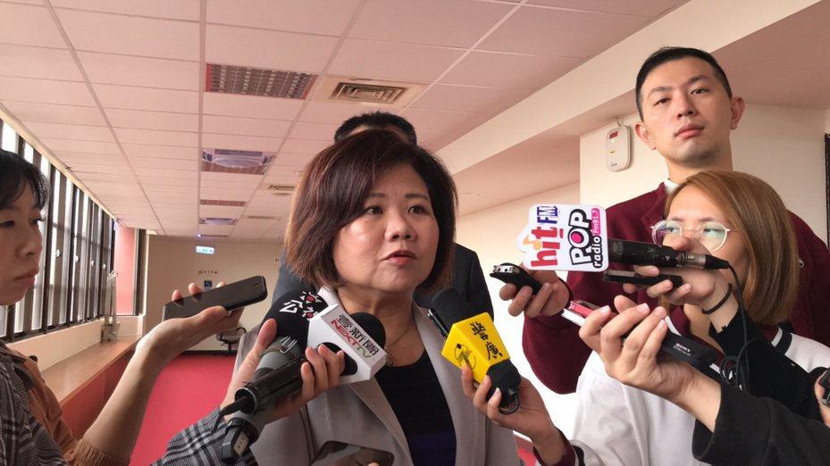 勞動部長許銘春今受訪表示,到年底還有2個月,勞動部會努力幫勞工賺錢。記者葉冠妤/攝影