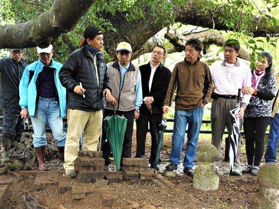 台灣老樹救援協會搶救石岡神木,圖為到場勘查照。圖/台灣老樹救援協會提供