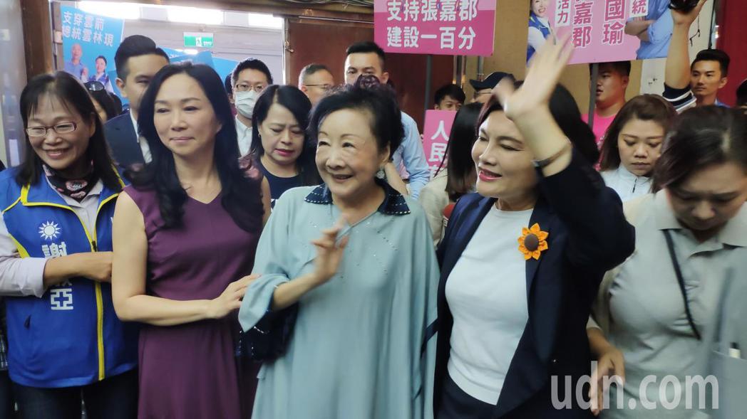 雲林縣長張麗善(右一)今天陪同韓國瑜市長夫人李佳芬(左二)出席2020總統立委選...