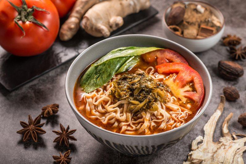 新品「薑燒番茄湯麵」讓人暖心又暖胃。圖/詹麵提供