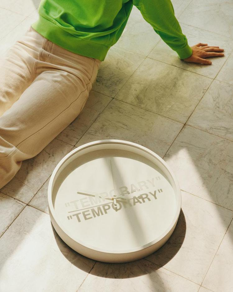 IKEA MARKERAD時鐘以3D列印為靈感來源,表面以白字印上了「TEMPO...