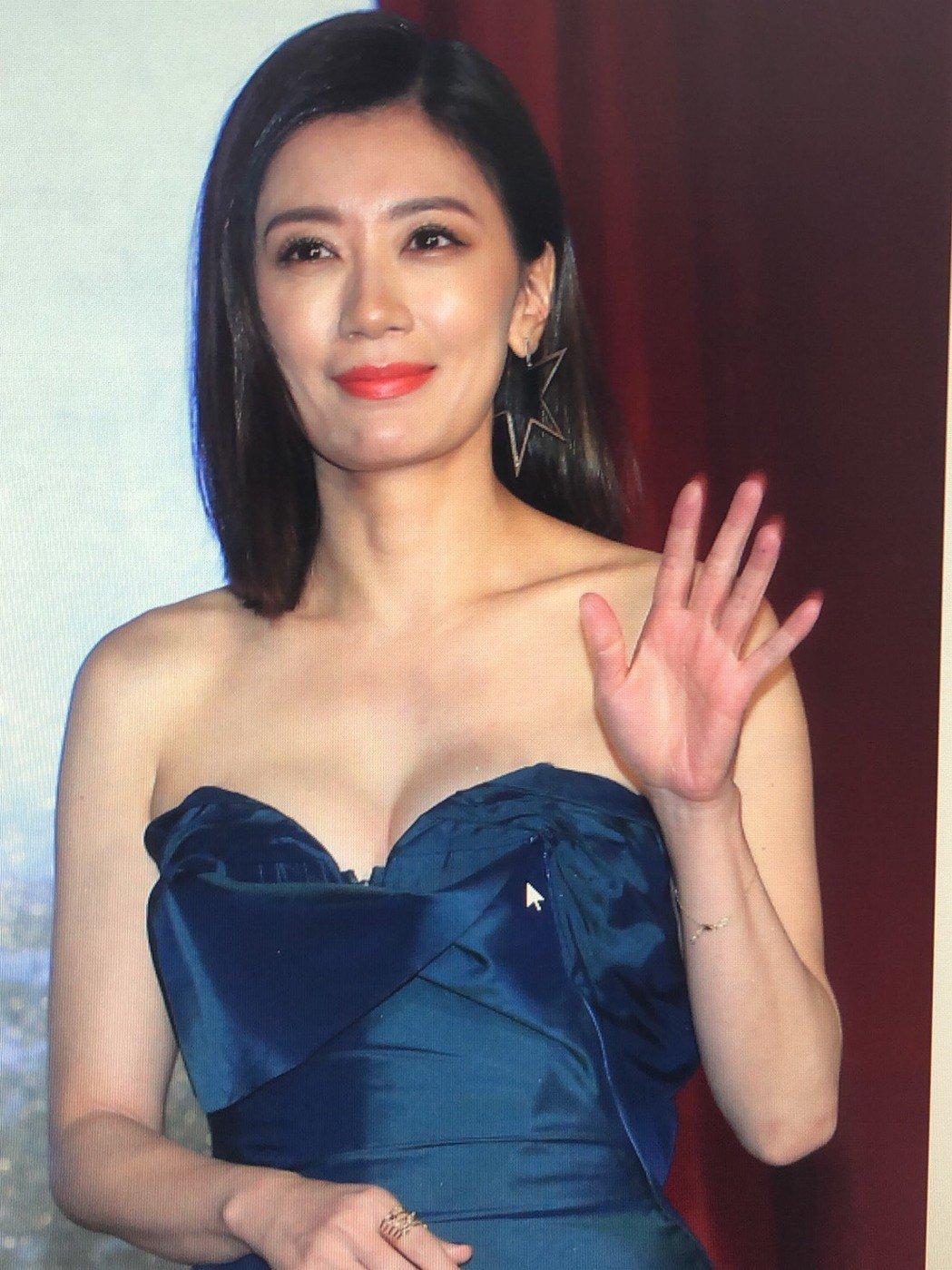 賈靜雯出席「罪夢者」記者會,低胸爆乳性感爆表。記者林俊良/攝影