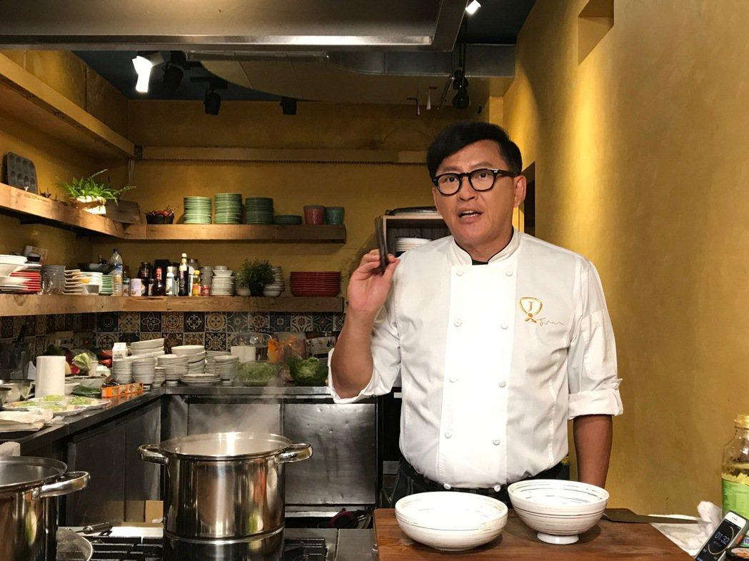 詹姆士推出詹麵新口味。記者林怡秀/攝影