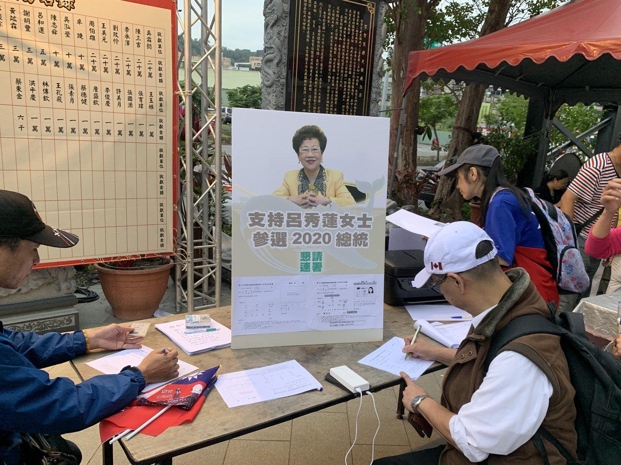 國民黨總統參選人韓國瑜妻子李佳芬今二度代夫在新北市拜廟、跑選舉一整天,有韓國瑜支...
