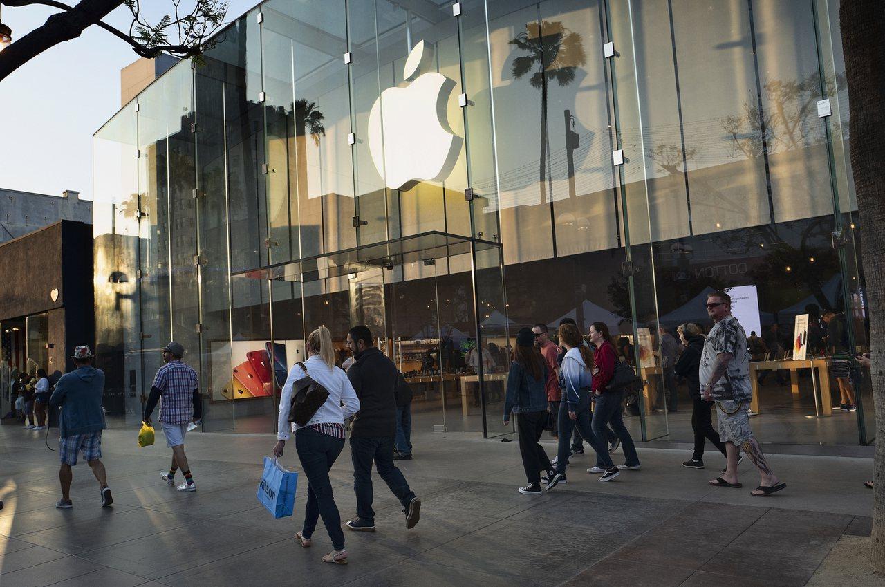 蘋果傳準備明年推出首款5G iPhone。美聯社