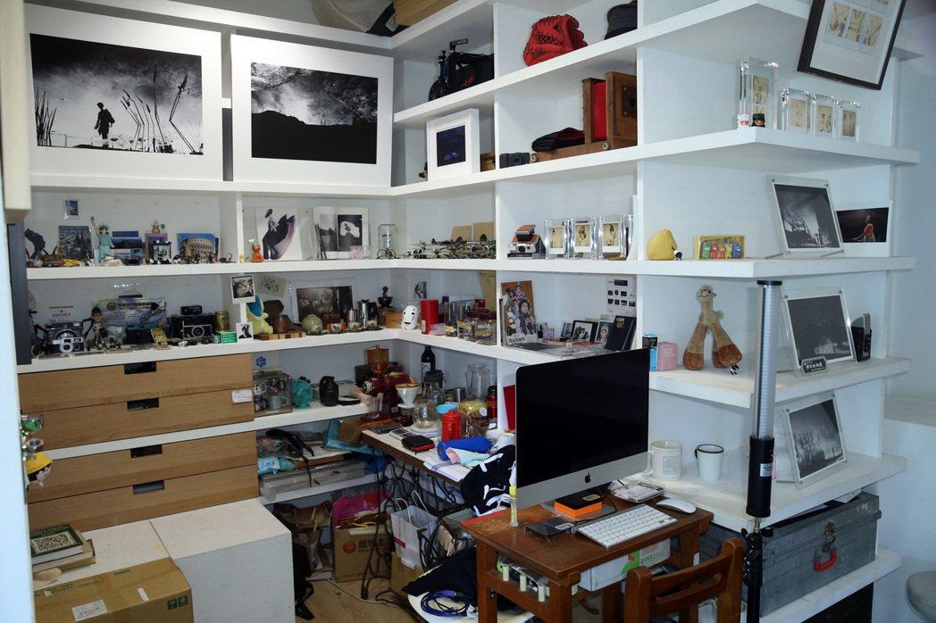 張洛君的工作室裡滿滿都是他的作品。記者曾吉松/攝影