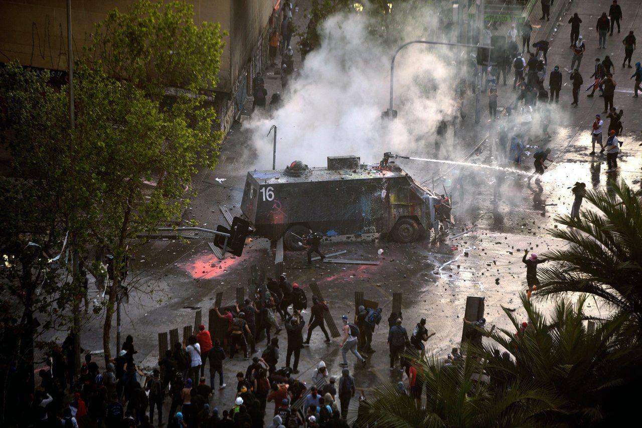 聖地牙哥發生一波波抗議潮。 歐新社
