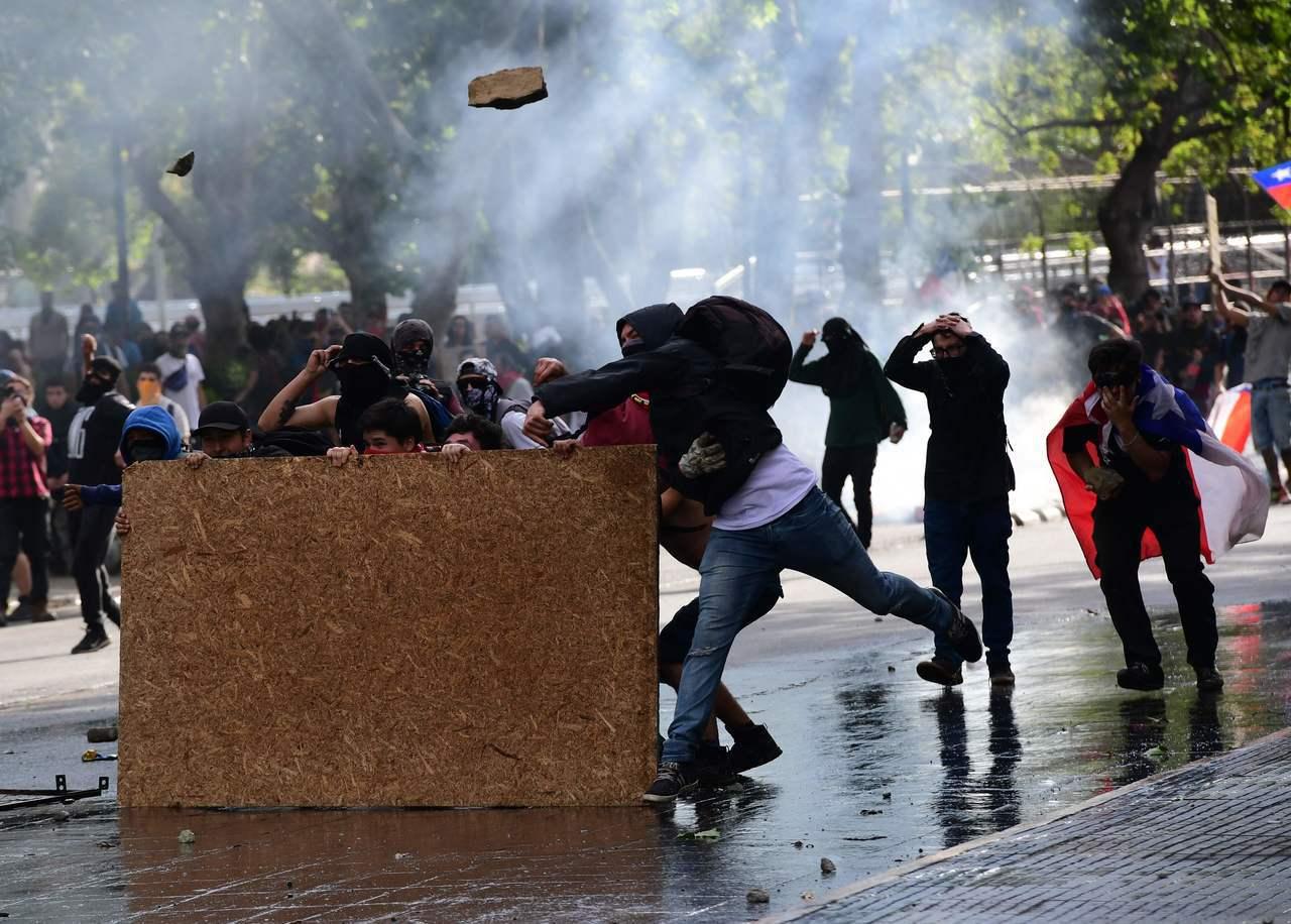 智利街頭連日抗爭讓政府決定取消舉辦APEC峰會。法新社