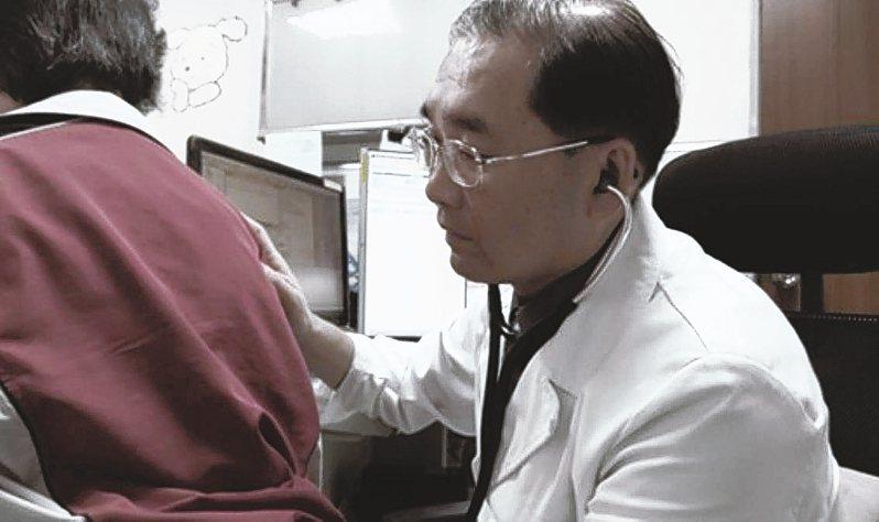 台大醫院新竹分院胸腔科主治醫師柯政昌表示,近10年來肺癌多了許多治療方式,存活率也提升了。 圖/台大醫院新竹分院提供
