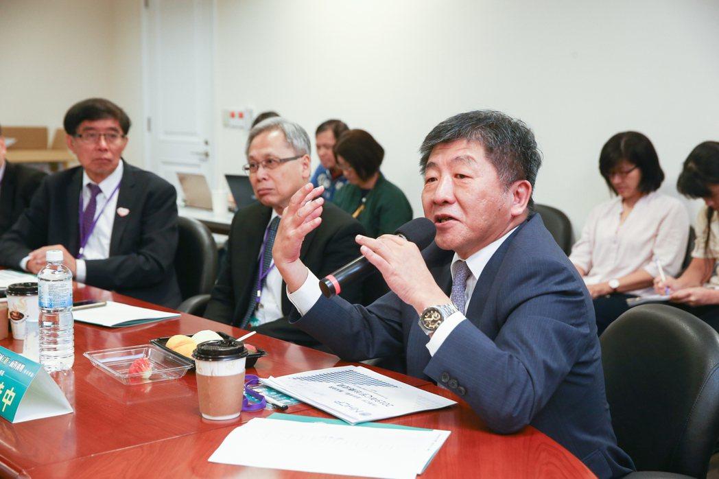 消滅C肝面對挑戰專家會議,衛福部部長陳時中(右)分享意見。 記者曾原信/攝影