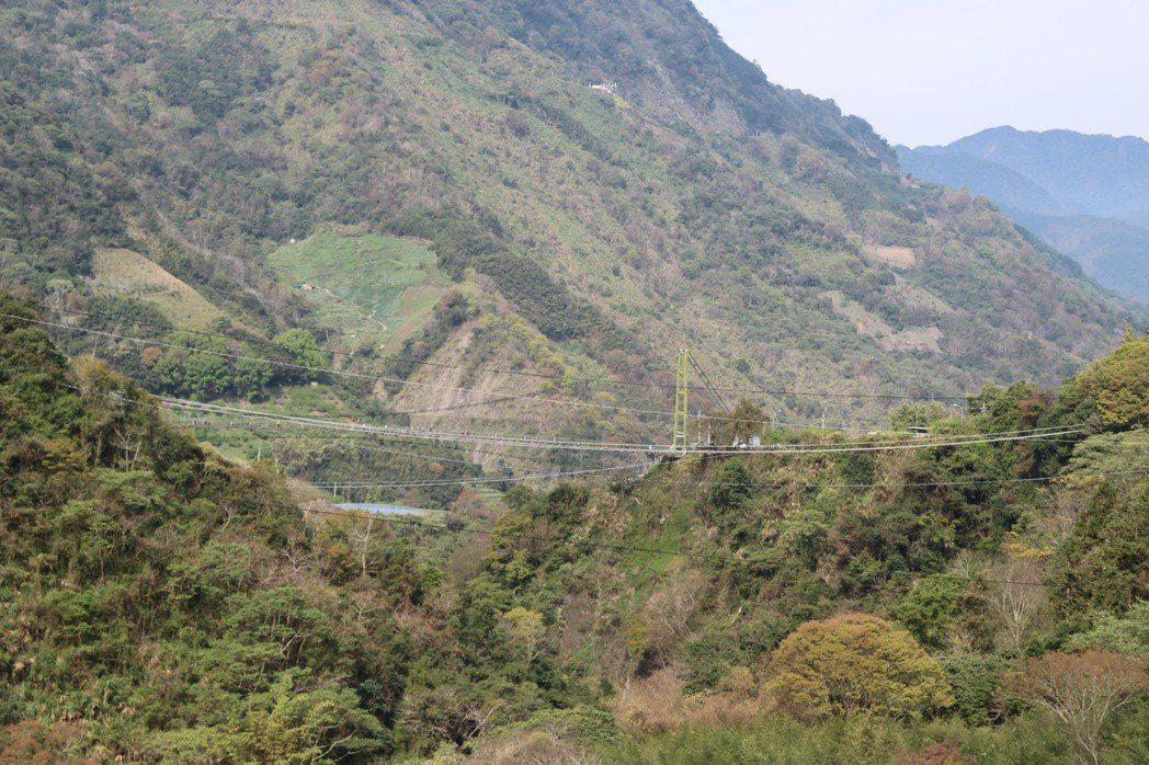 有厲害的山友,光靠電塔線路就可以辨別方向,圖為信義鄉東埔地區的電塔。 圖/聯合報...