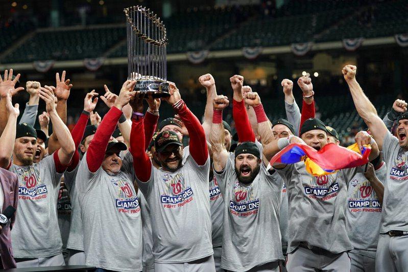 國民4勝3敗收下隊史首座世界大賽冠軍,也是史上第一支四勝全部都在客場拿到的冠軍隊伍。  美聯社