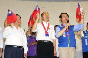 影/韓國瑜訪八德眷村 批民進黨執政「讓台灣太窩囊」