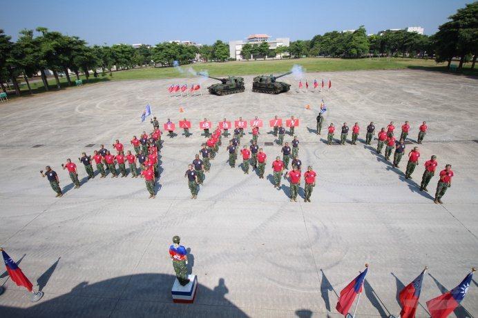 國軍基層部隊實施軍歌比賽。 圖/陸軍五八砲指部