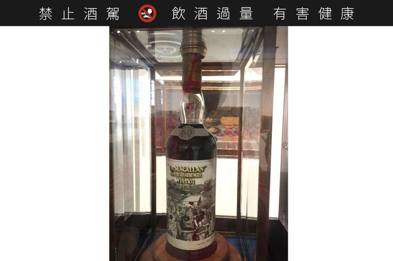 這瓶威士忌 一小杯比全新保時捷貴※ 提醒您:禁止酒駕,飲酒過量有礙健康,飲酒過量,害人害己。 宋凌蘭