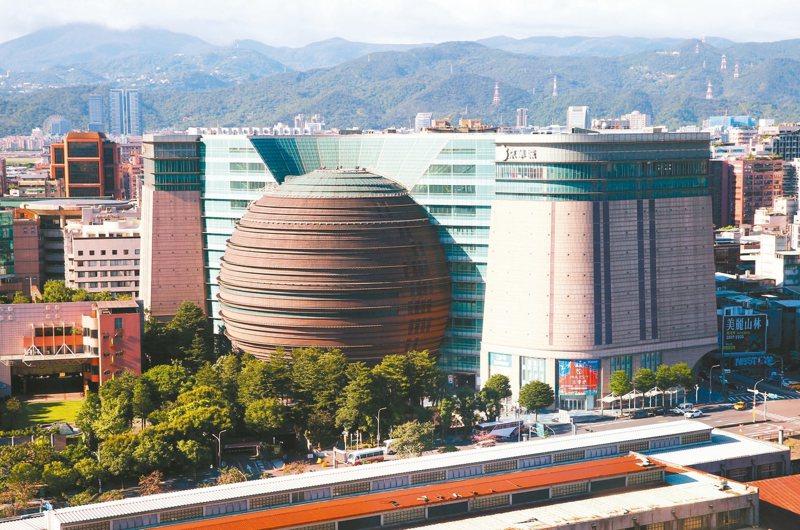 11月30日將是京華城最後一天的營業日。京華城於2001年11月23日開幕,剛過18歲生日後不到一個月,京華城就跟台北說再見。 圖/聯合報系資料照片
