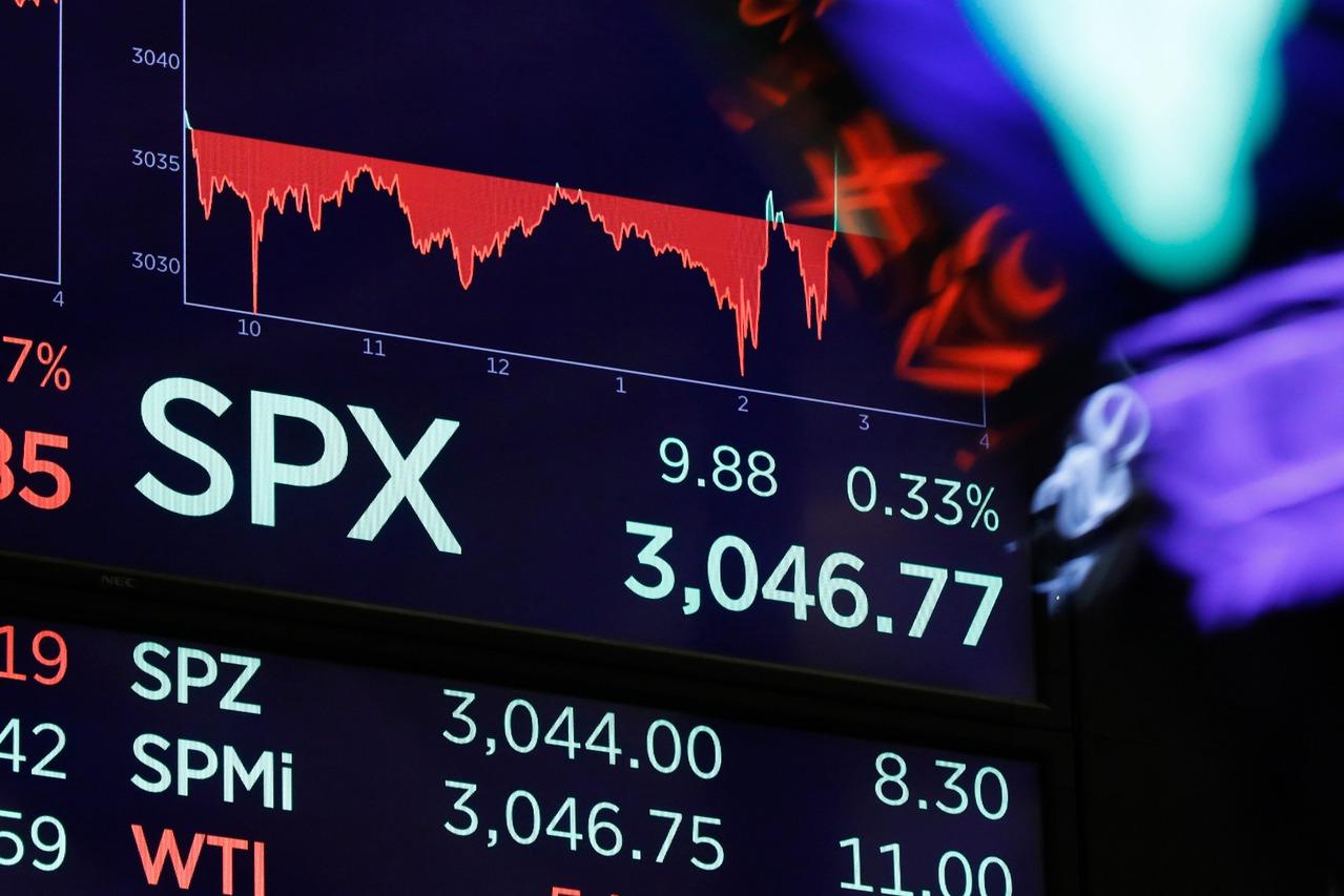 Fed今年第三次降息,標準普爾500指數再攀新高。 美聯社