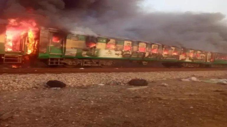 巴基斯坦旁遮普省一列火車發生烹煮用瓦斯罐爆炸起火意外。圖/亞洲國際新聞(ANI)