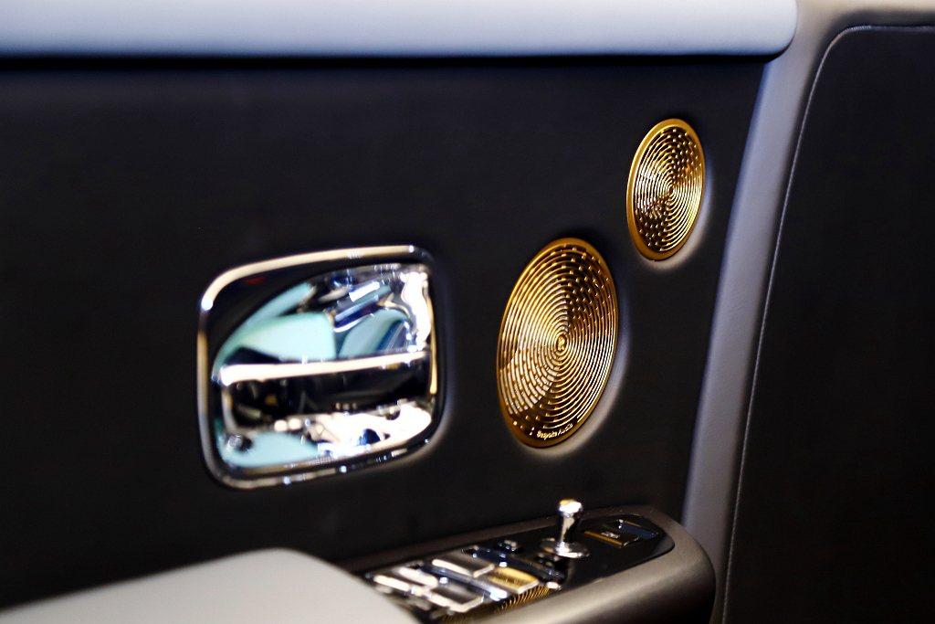 量身定制的音響揚聲器外蓋在Tranquillity上採黃金製成,與整個車室中其他...