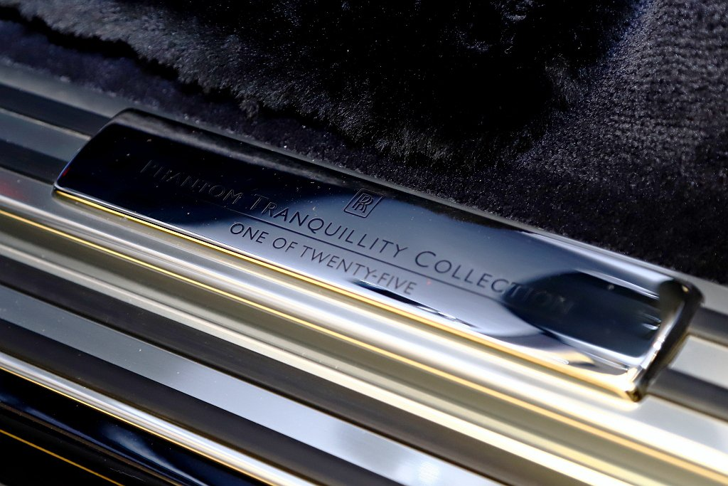 鈦金屬搭配底部外環圈24K鍍金及「Tranquillity Collection...