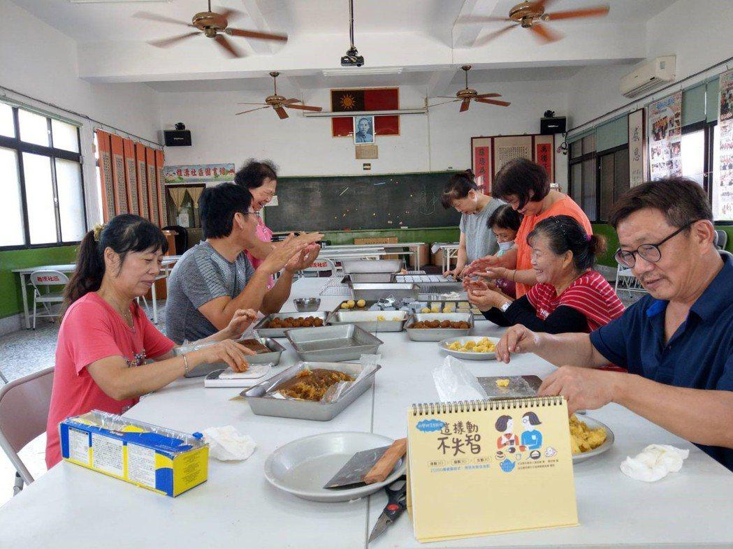 中秋月餅DIY不失智。 圖/雅溝社區發展協會提供