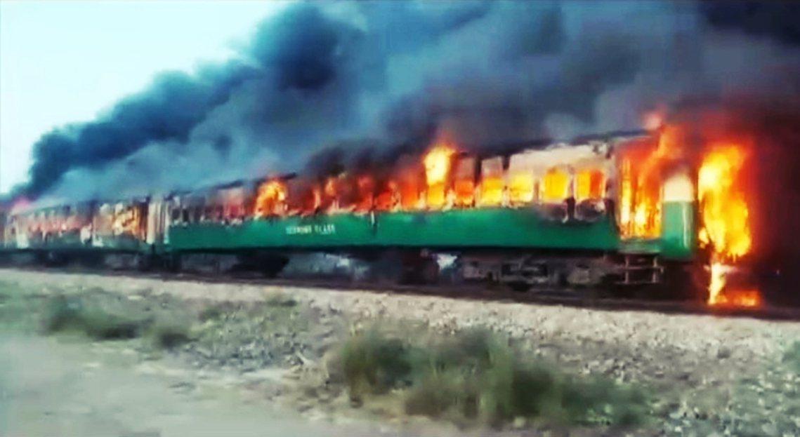 巴基斯坦31日上午發生極為慘烈的鐵路火警災難,目前已知至少73人死亡、百餘人受傷...