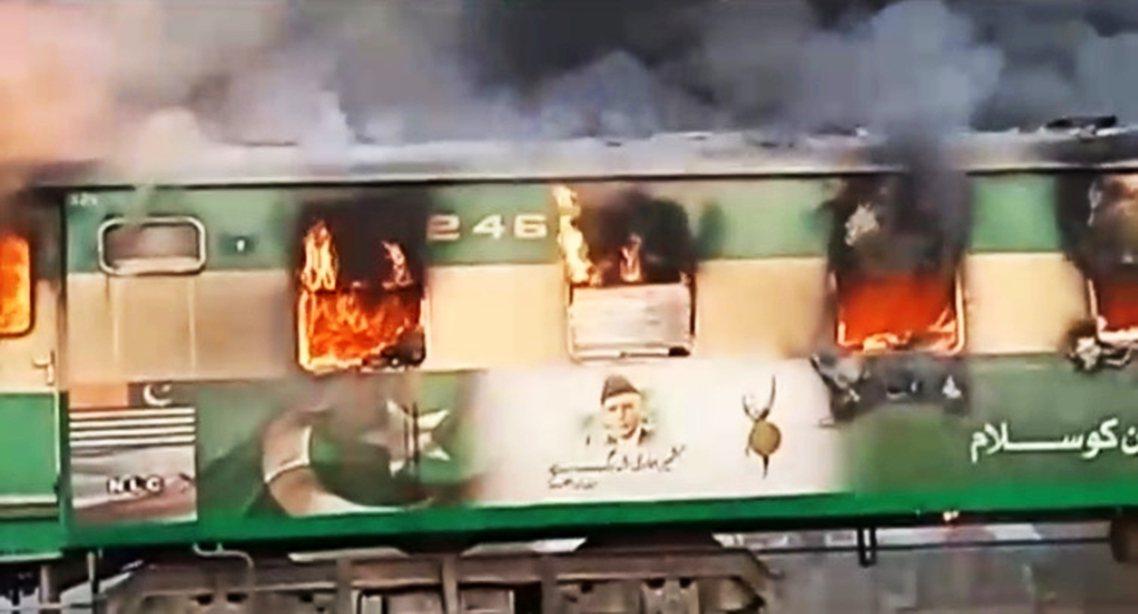 根據目擊者與消防隊的敘述,當時後三節的列車車廂裡,有乘客自備瓦斯桶與瓦斯爐上車,...