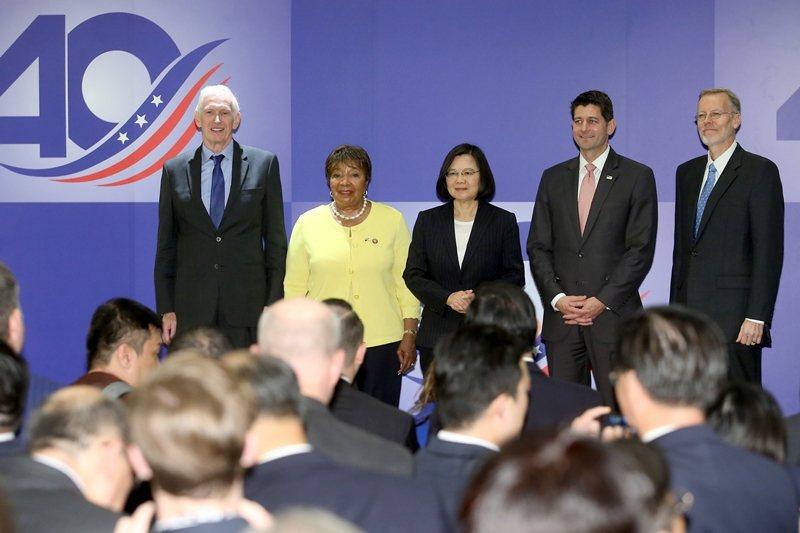 2019年4月,蔡英文總統出席美國在台協會及《台灣關係法》40年友誼慶祝酒會。 ...