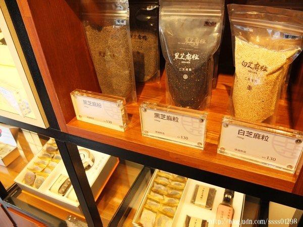 芝麻粒和芝麻粉放置在同一區域,因為我很感興趣,店員特別深入介紹呢