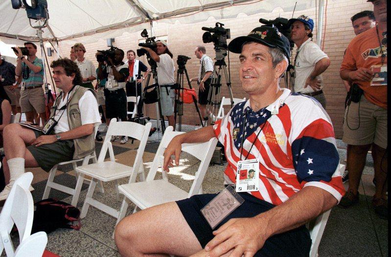 床墊公司老闆麥克英格維爾力挺太空人贏得世界大賽冠軍,推出床墊退費活動。 美聯社