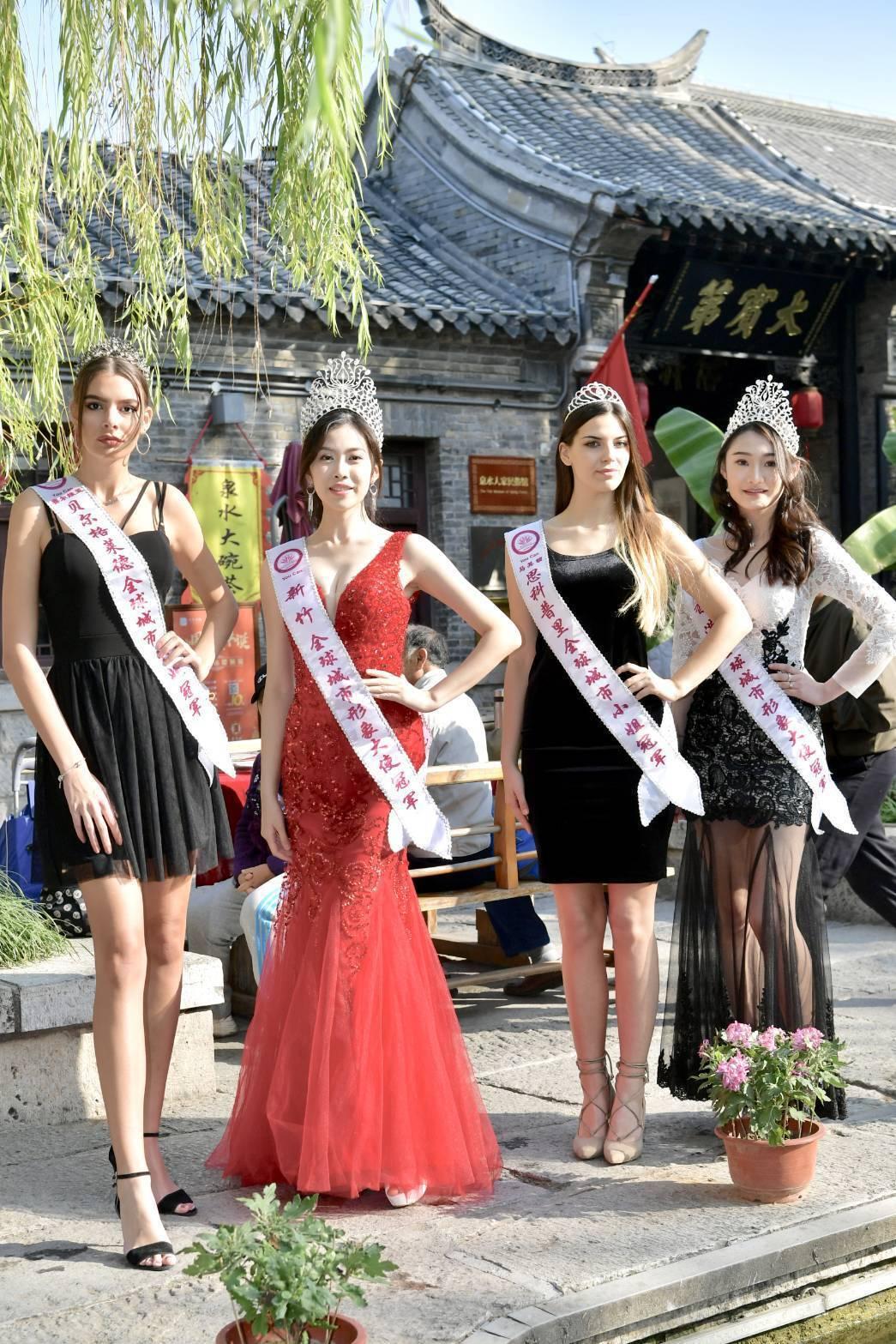 塞爾維亞的瑪麗亞(左起)、台灣新竹的柯純心、馬其頓的克利斯汀娜以及香港的黃紀童即