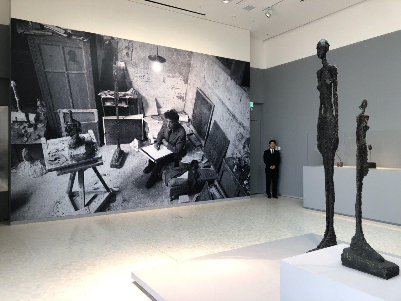 首爾旗艦店Espace空間開幕展為賈柯梅蒂作品。記者楊詩涵/攝影