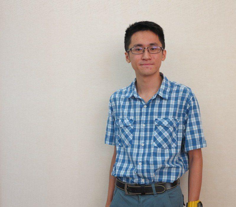 義守大學物理治療學系應屆畢業生逾半數通過國考,吳庭愷更名列第4名。圖/義守大學提供