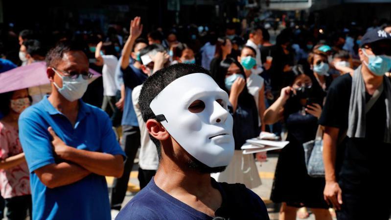 香港政府訂立《禁止蒙面規例》,遇到萬聖夜要如何執行?路透資料照片
