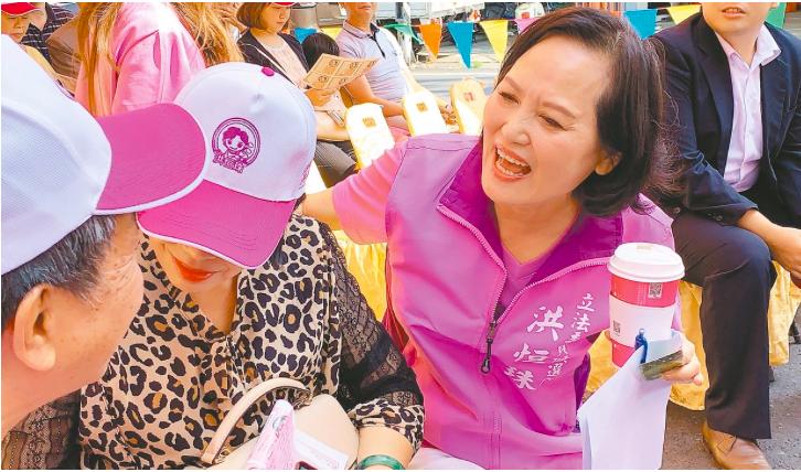立法院長蘇嘉全妻子洪恒珠今天中午發表聲明,宣布即日起退出屏東第一選區的立委選舉,...