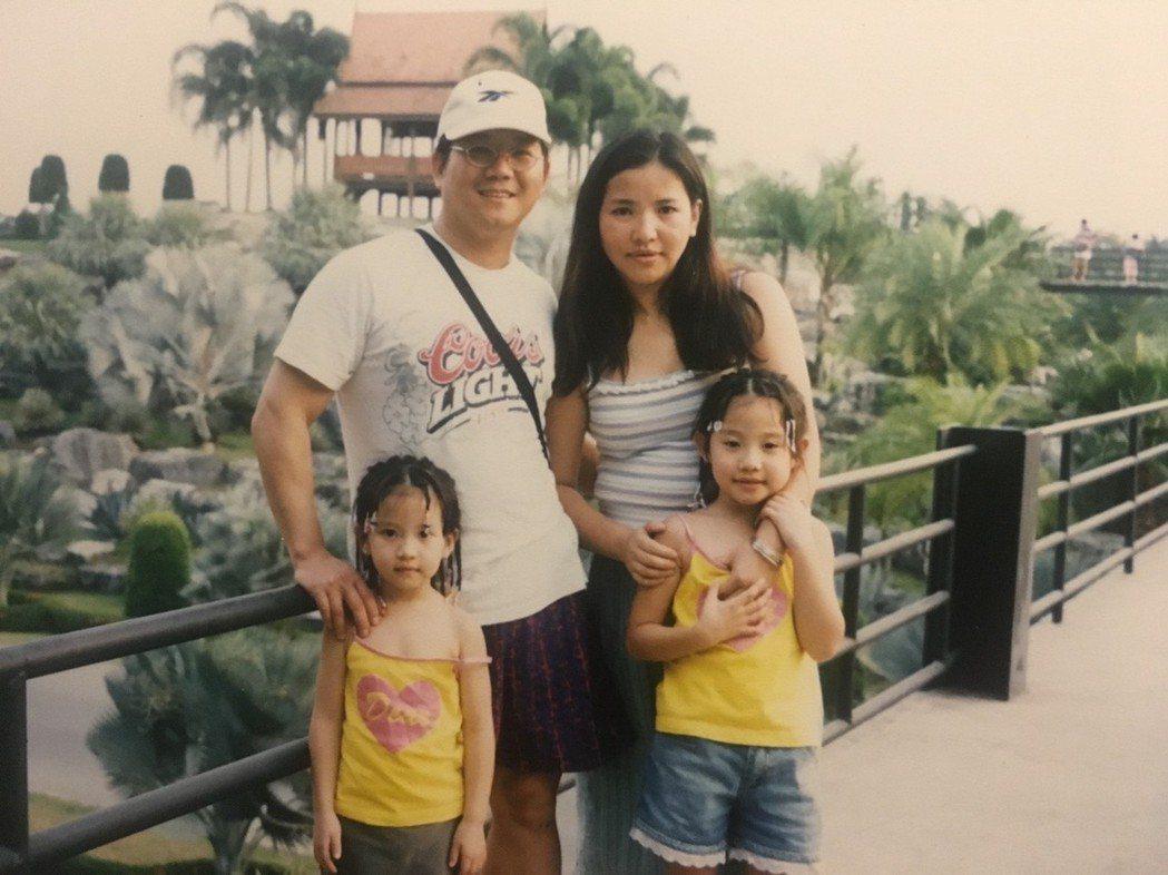蔡瑞雪和爸媽與姊姊全家福照片大公開。圖/威視提供