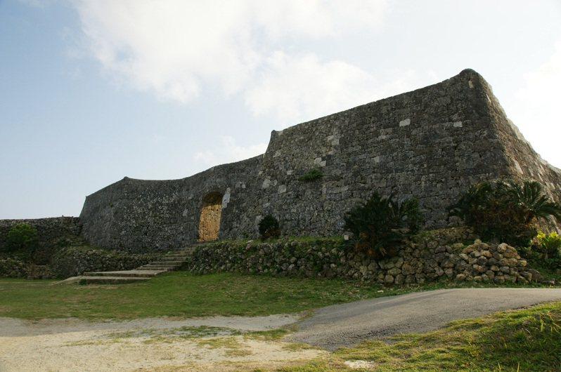 在中城城跡,仍然可看到優雅的石造建築遺跡。圖/維基百科