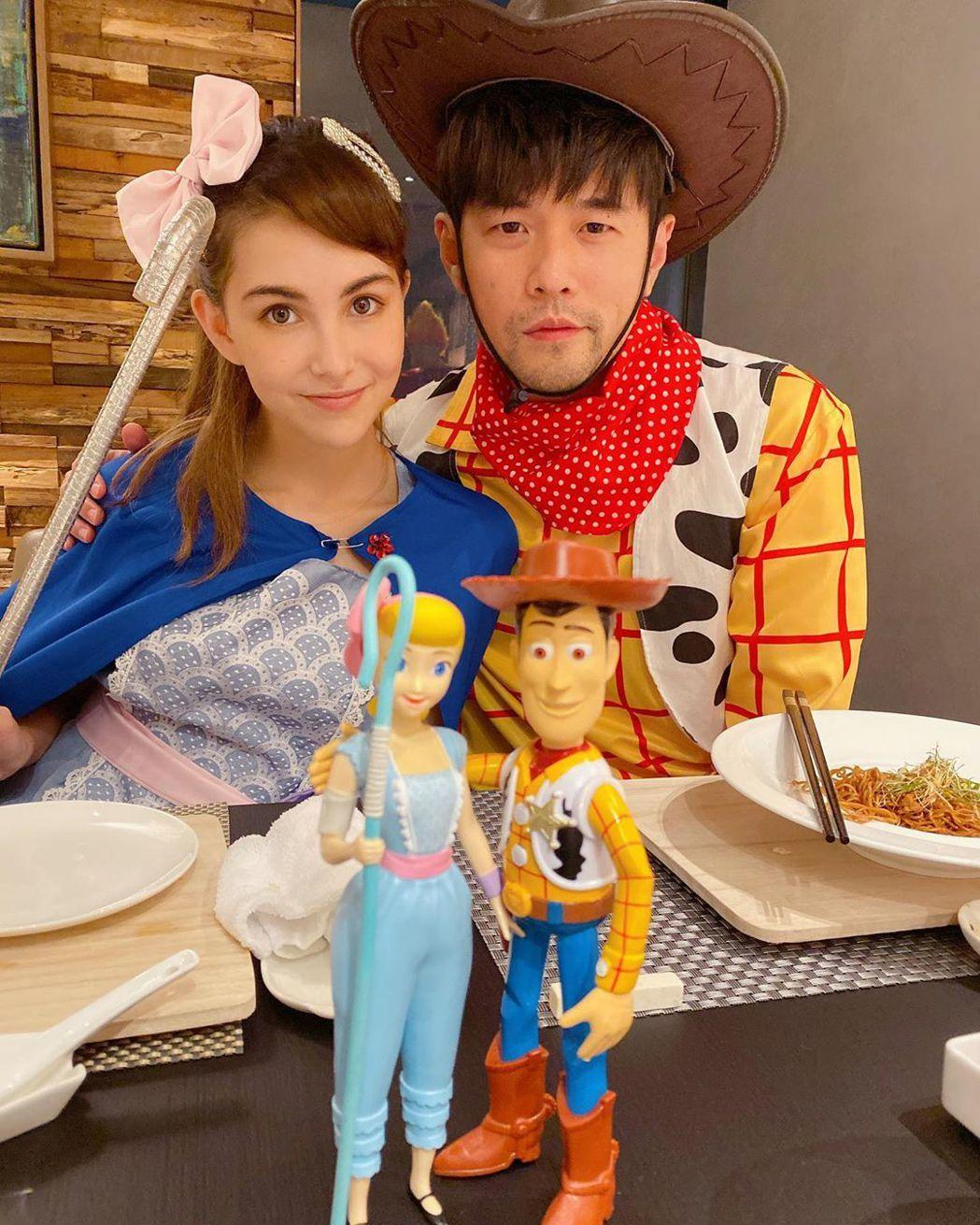 周杰倫(右)跟老婆昆凌扮成牧羊女跟胡迪。圖/摘自IG