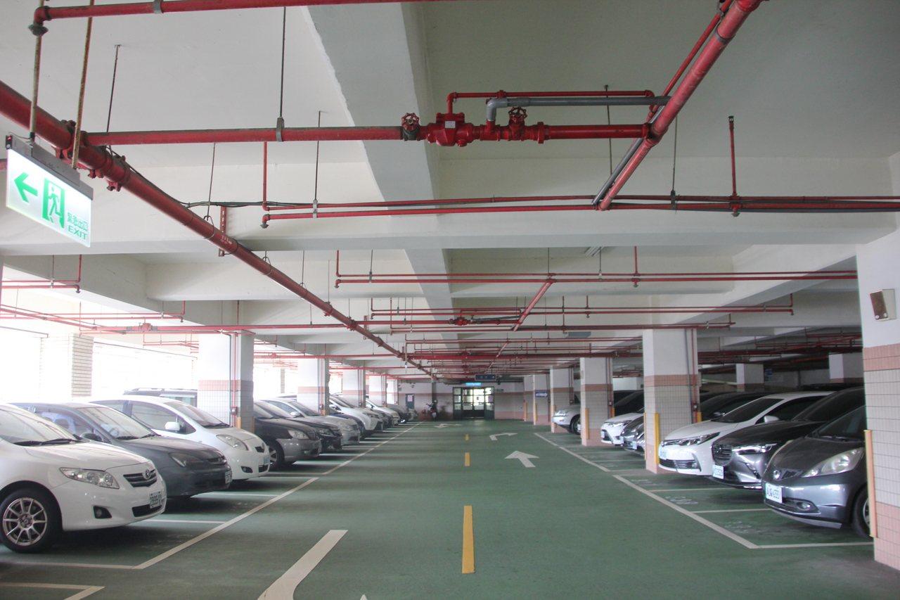 彰化市華陽立體停車場曾形同蚊子設施,公所進行整頓,讓華陽立體停車場翻身成金雞母,...